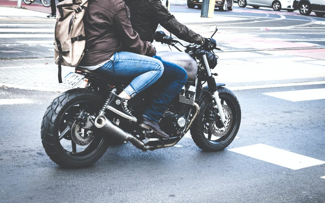 Motorradfahrer im Fadenkreuz